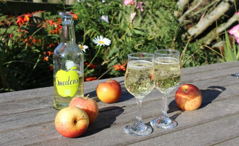 St. Ives Cider - Smeatons Sparkling Cider in Glasses.jpg
