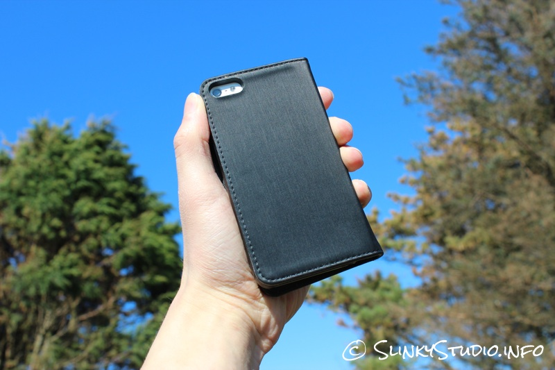 Moshi Overture Wallet Case for iPhone 5:5s Rear Camera Cut Out facing trees & blue skies.jpg