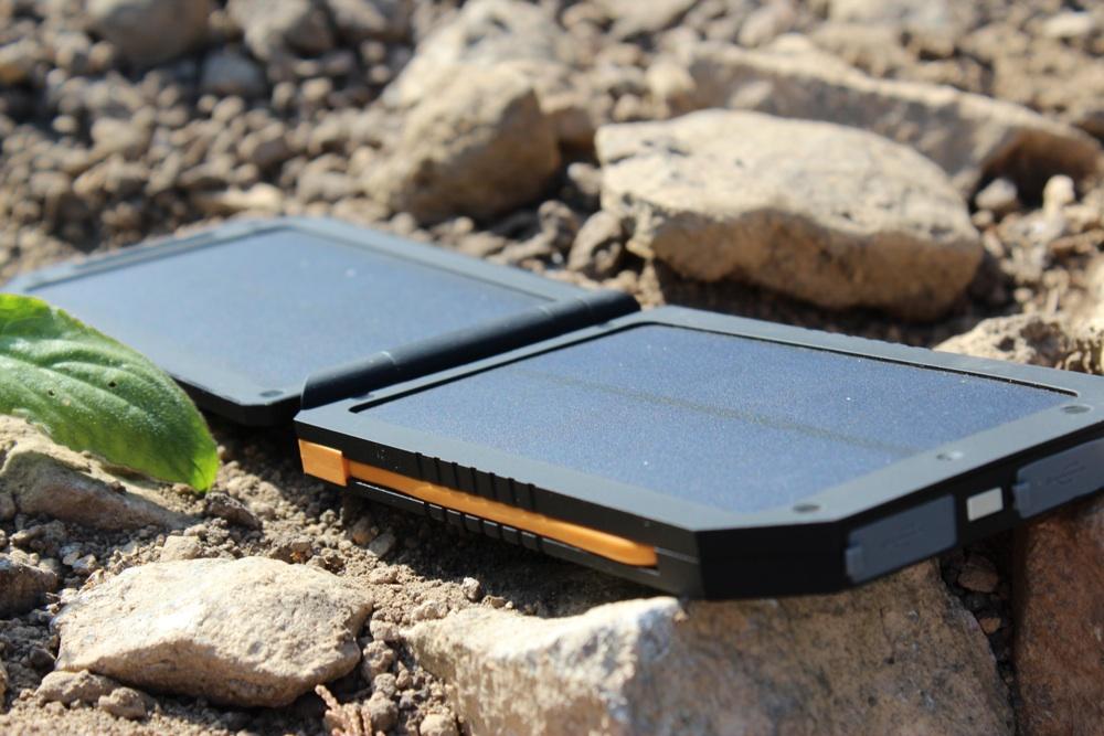 A-Solar Xtorm Lava Charger AM114.jpg