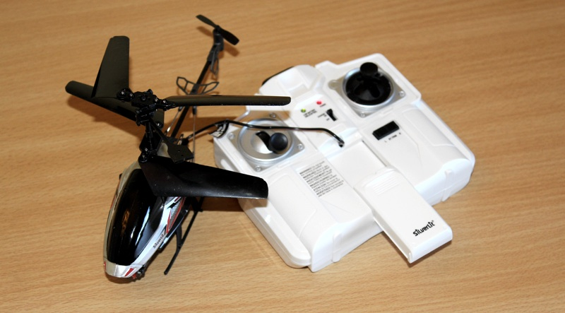 Silverlit Spy Cam II RC Helicopter Charging from Controller.jpg