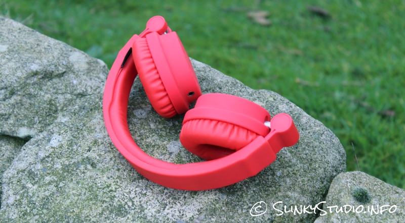 Urbanears Zinken Headphones Folded Tomato Red.jpg
