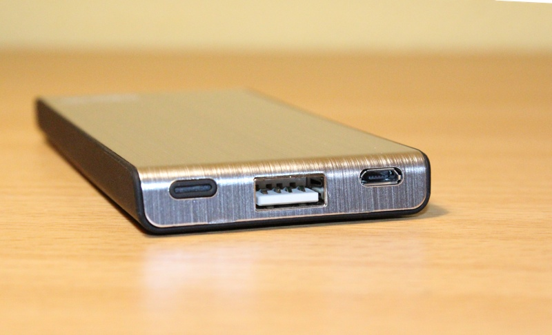 Arctic Power Bank 4000 Ports2.jpg