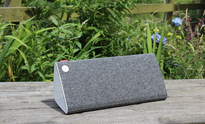 Libratone Live Speaker Lying on Side.jpg