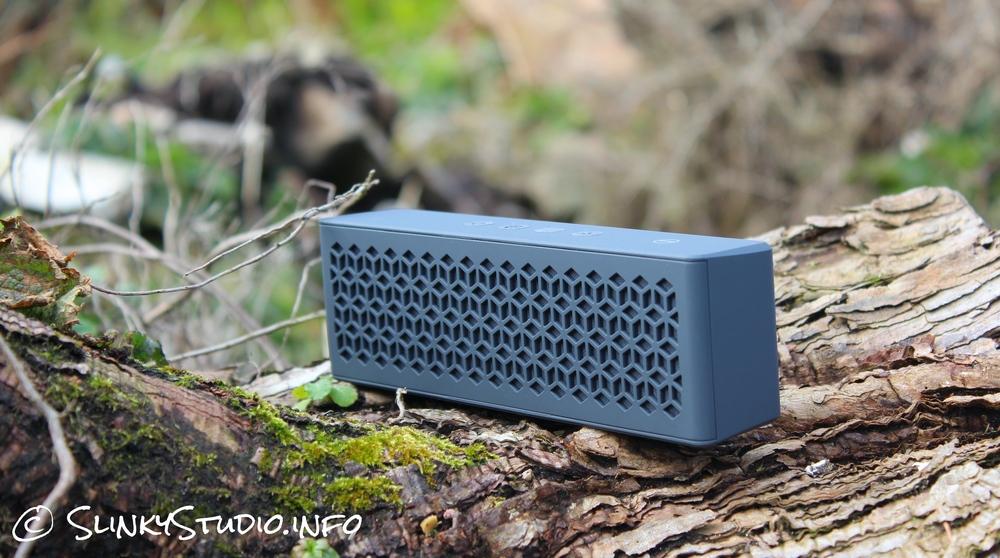 Creative MUVO mini Speaker on log