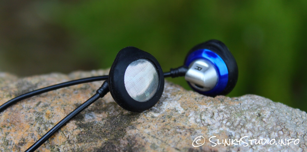 HIFIMAN ES100 Earbuds Laying on Rocks