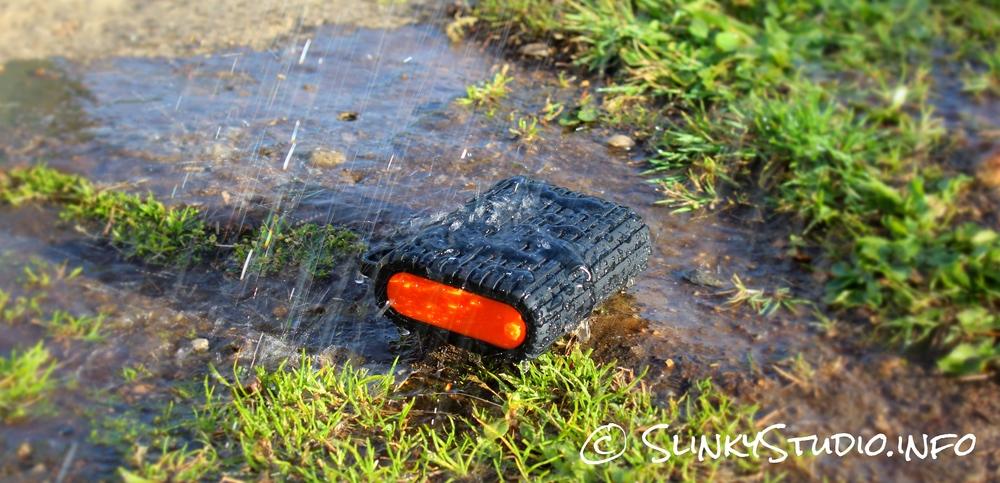 Xtorm Waterproof Power Bank Xtreme 9000 In Rain