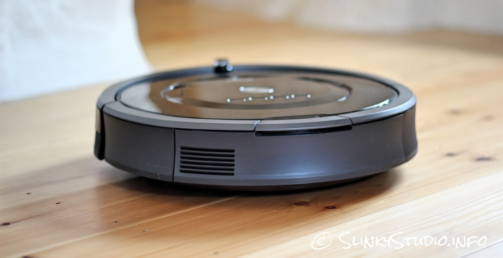 iRobot Roomba 880 Thickness Up Close