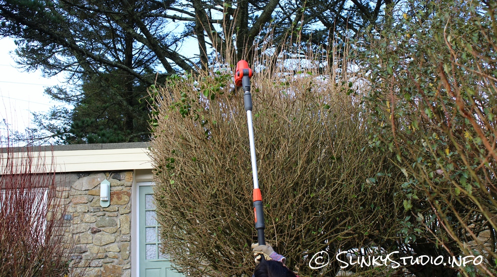 Flymo SabreCut XT Cordless Hedge Trimmer Fully Extended.jpg