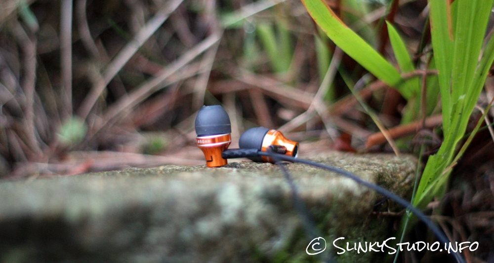Philips SHE9105 Earphones Brass Copper Side View.jpg