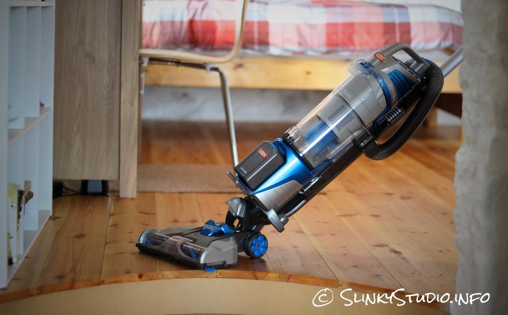 Vax Air Cordless Lift Manoeuvring Wooden Floor.jpg
