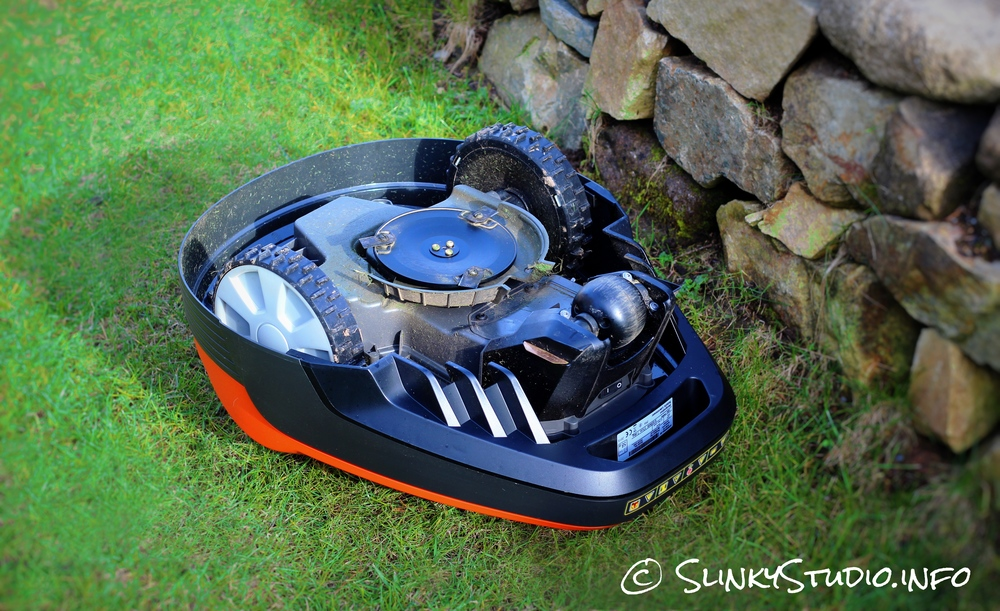 Flymo Robotic 1200R Lawnmower Underneath 3 Blades & Wheels.jpg