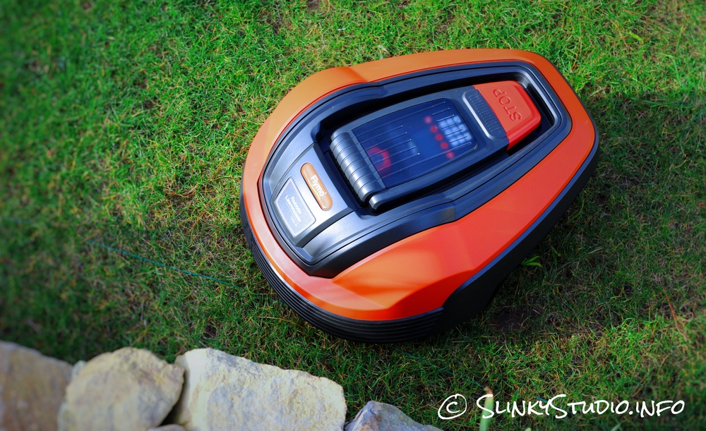 Flymo Robotic 1200R Lawnmower Top view.jpg