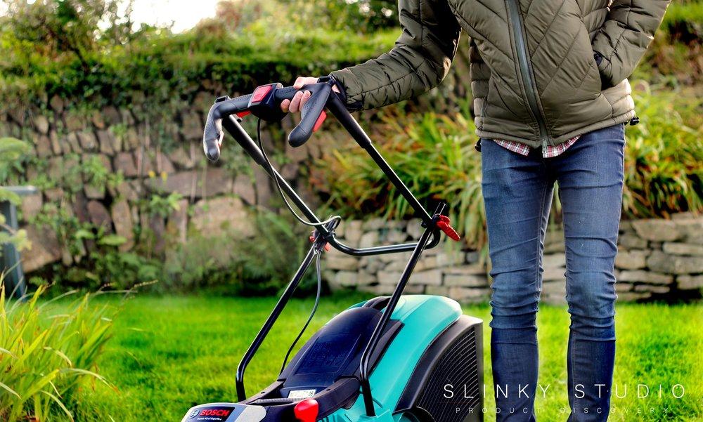 Turbo Bosch Rotak 43 LI Ergoflex Cordless Lawnmower Review - Slinky Studio MB87