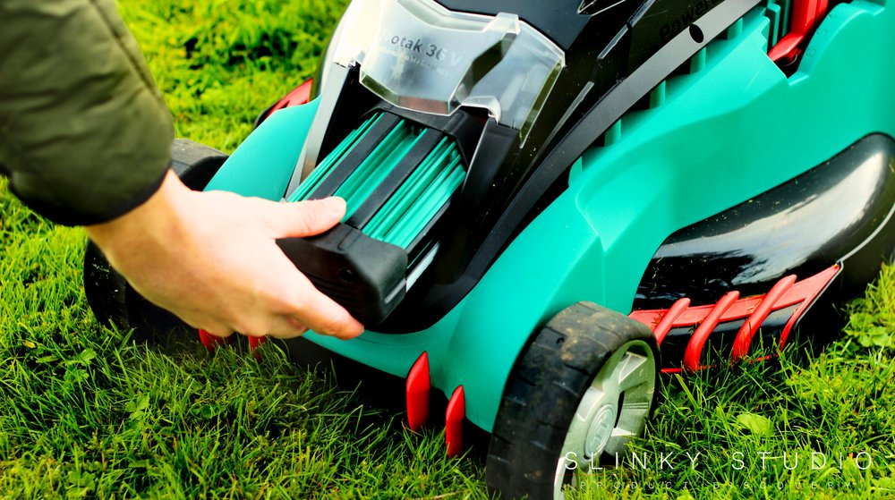 Bosch Rotak 43 LI Ergoflex Cordless Lawnmower Inserting Battery.jpg