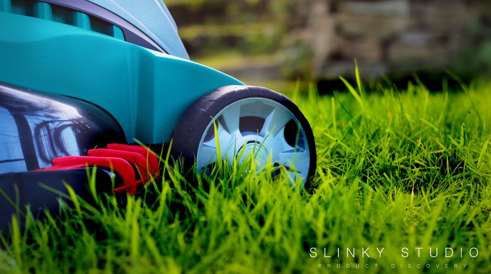 Bosch Rotak 43 LI Ergoflex Cordless Lawnmower Close Up Cutting Grass.jpg