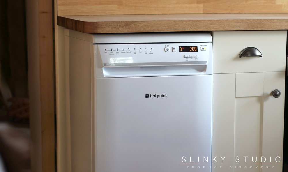 Hotpoint Ultima Slimline Dishwasher White