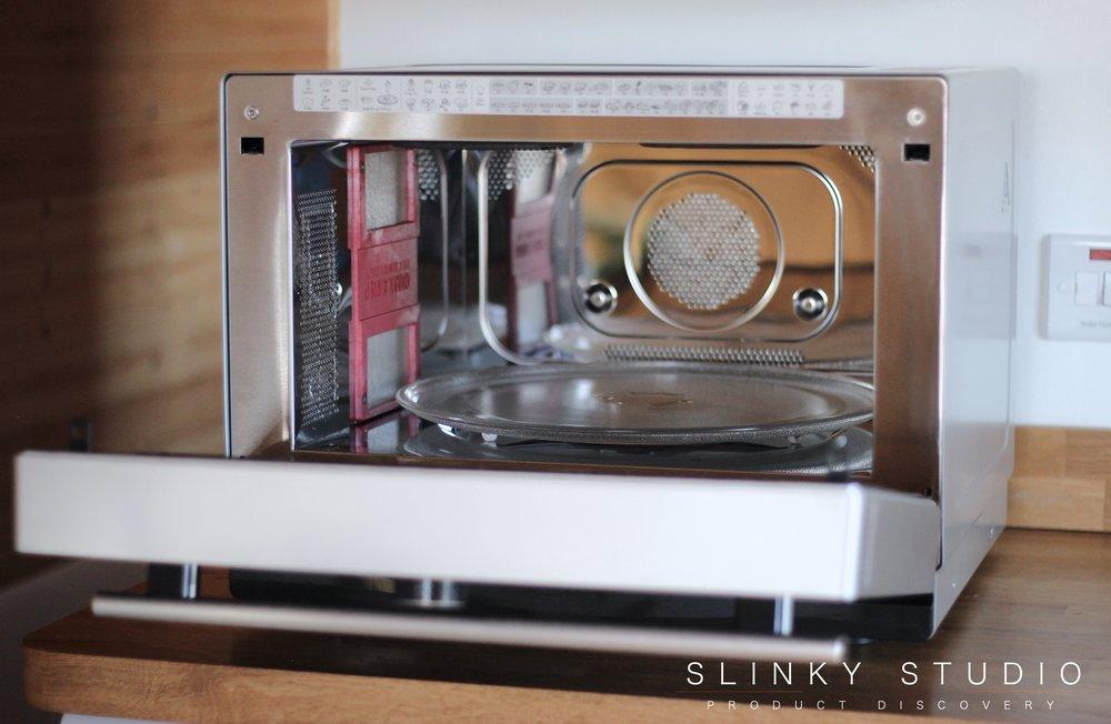 Hotpoint MWH 338 SX Supreme Chef Microwave Door Open.jpg