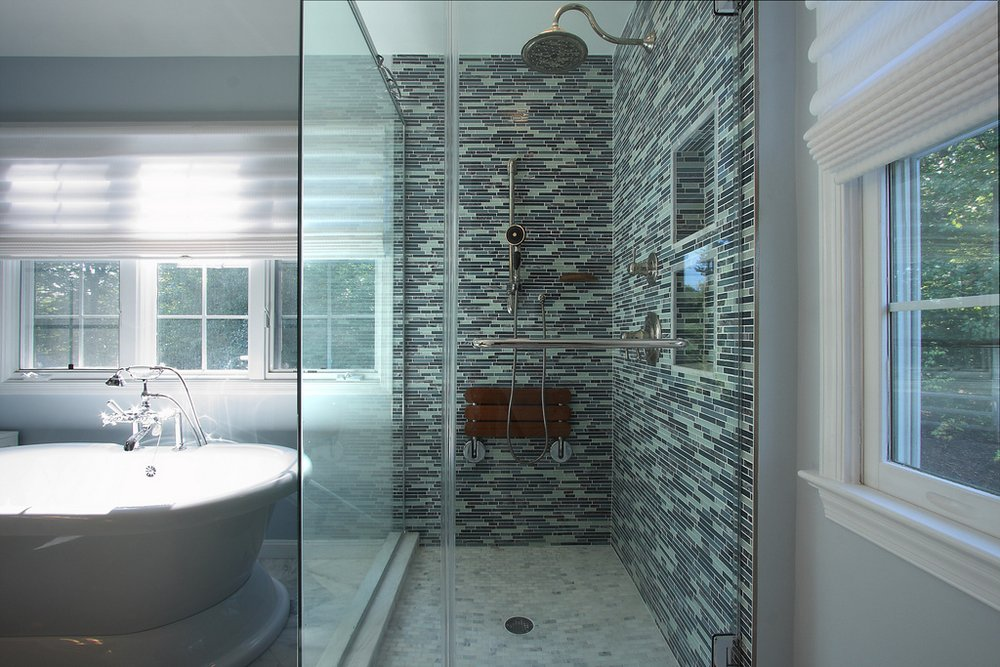 LAKE JACKSON MASTER BATHROOM
