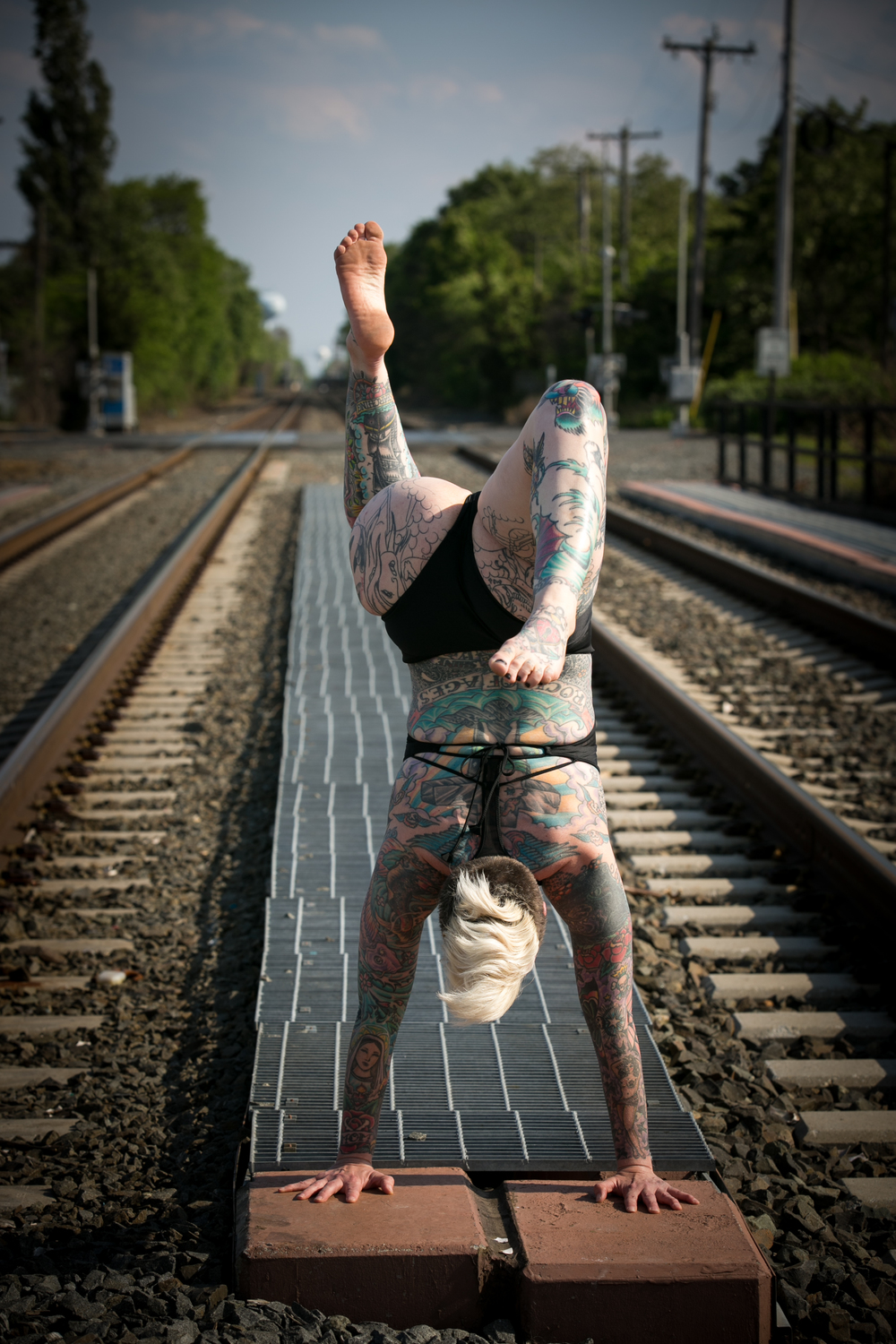 tattoo woman handstand pose
