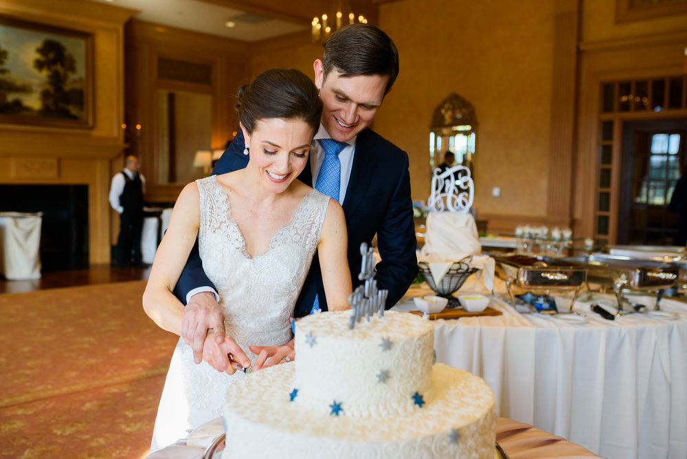 Congressional Country Club wedding - cake cutting