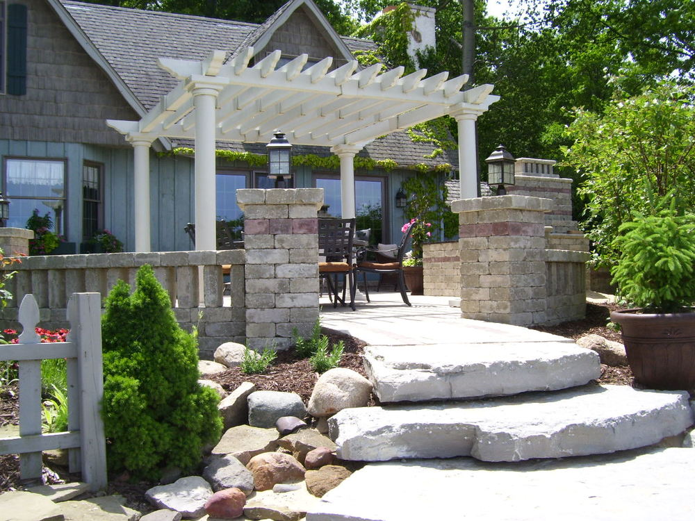 Retaining Seat Wall with Pergola