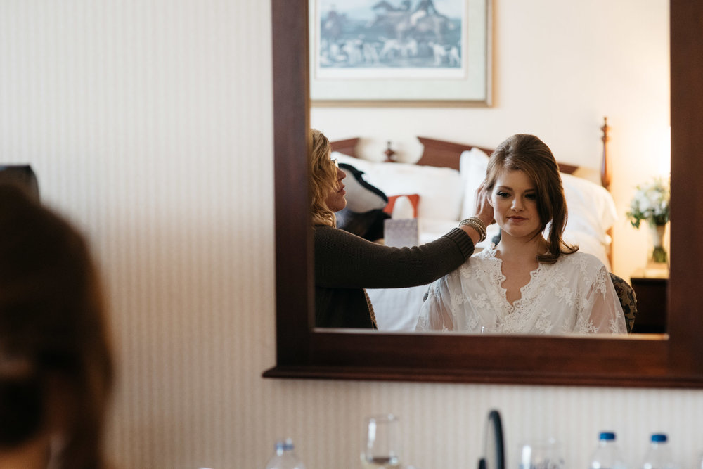 bride+getting+ready+Pittsburgh+Photographer.jpg