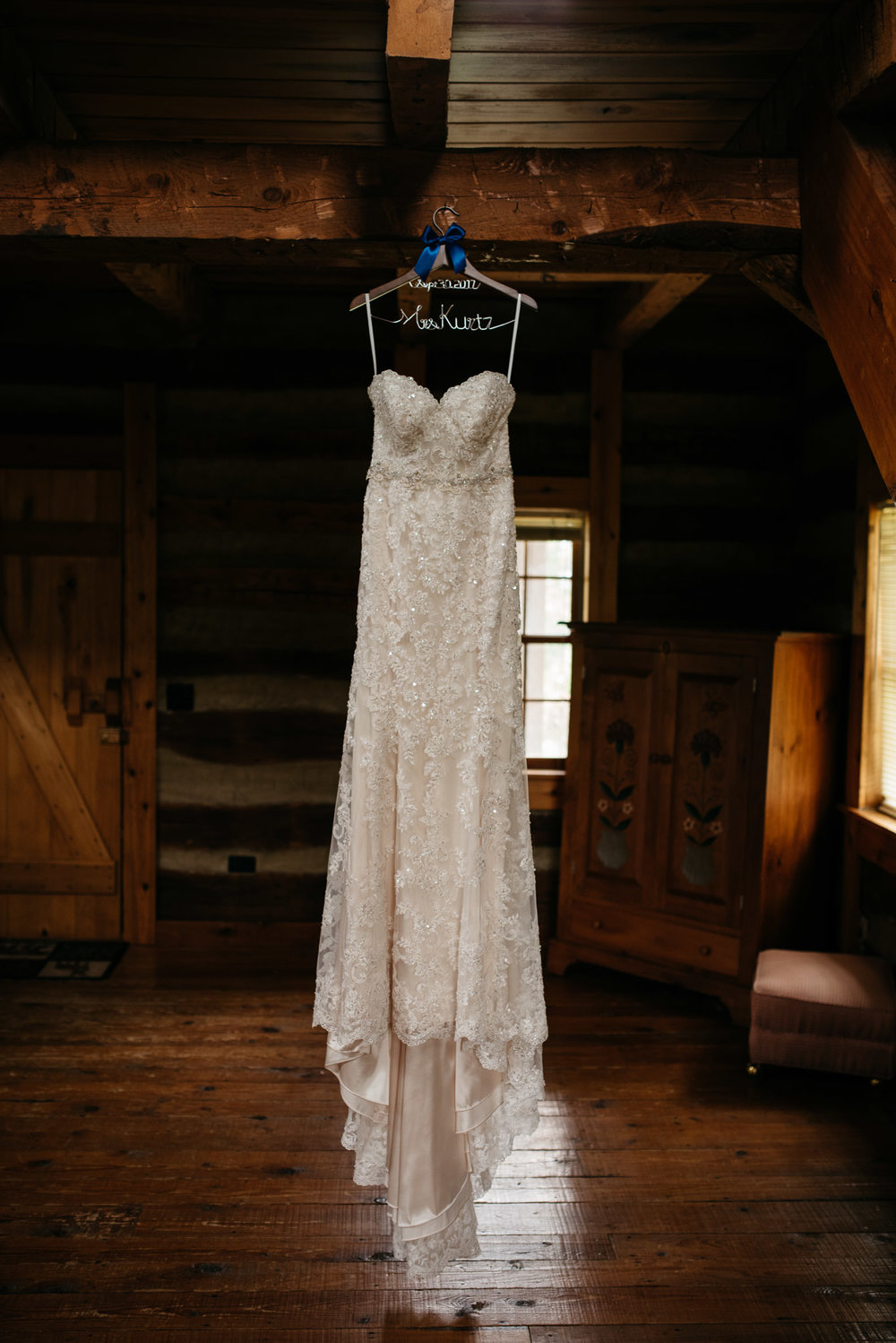 wedding-dress-pittsbugh-wedding-photographer-highland-farms-wedding.jpg