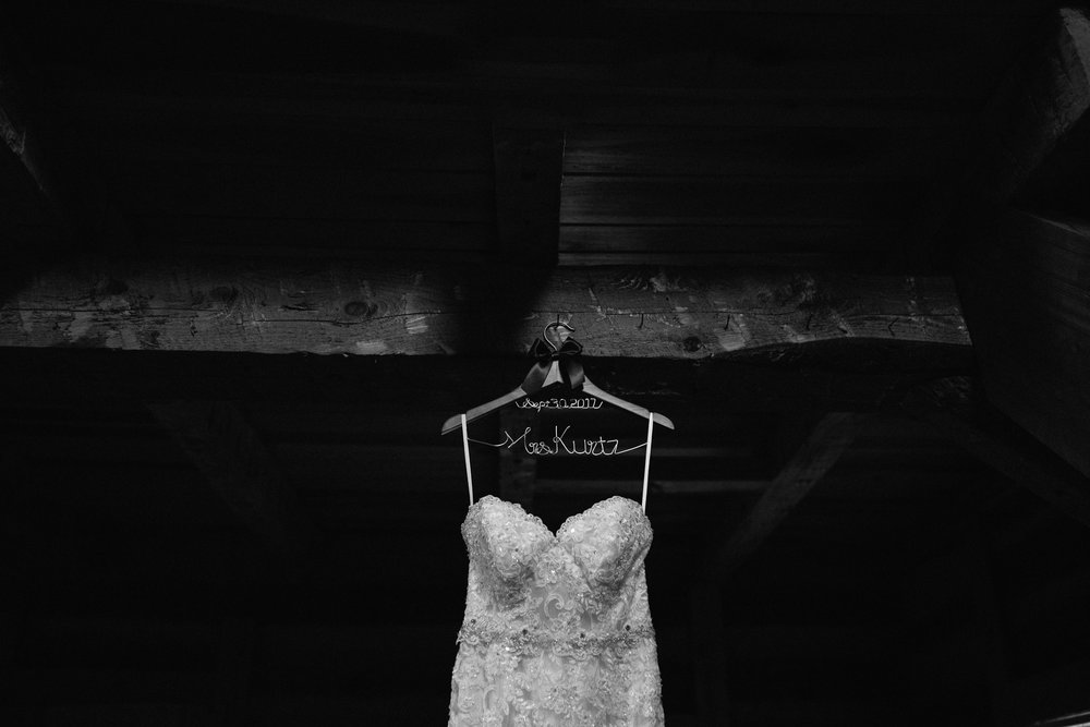 pittsburgh-pa-ligonier-wedding-photographer-dress-detail.jpg