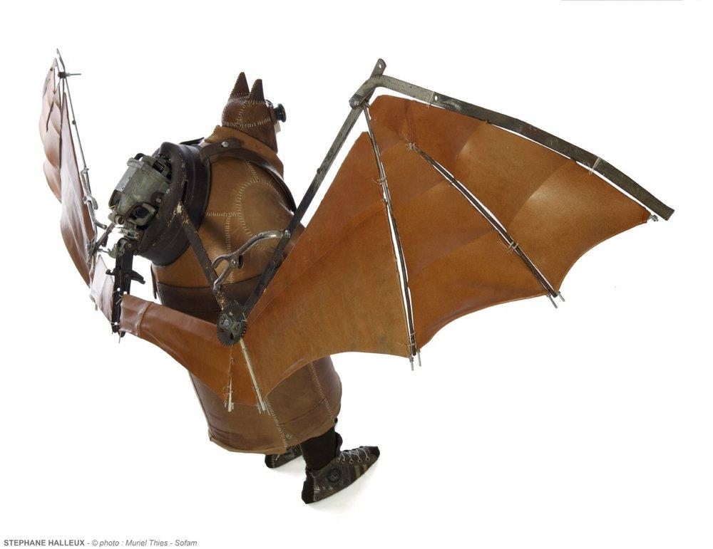 batman-1930-stephane-halleux-sculptures-1.jpg