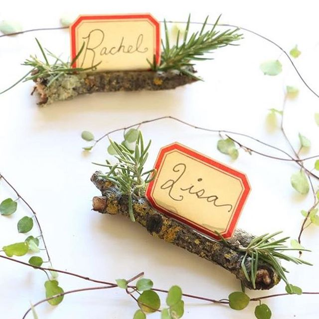 Get ready for the holiday's with our #DIY name tags! Check out hautegirls.com for instructions. ⠀ • • • • • ⠀ #diy #maker #holidaydiy #entertaining #itsabeautifullife #abmathome #abmlifeisbeautiful #abmcrafty #psimadethis #diy #diybloggers #christmasdiy #homedecor #tablesetting
