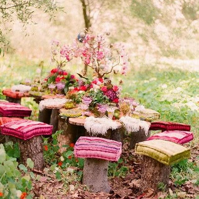 Great party inspiration! This would be the perfect setup for my birthday party this weekend. So magical!⠀ ⠀ #outdoorparty #birthday #entertaining #boho