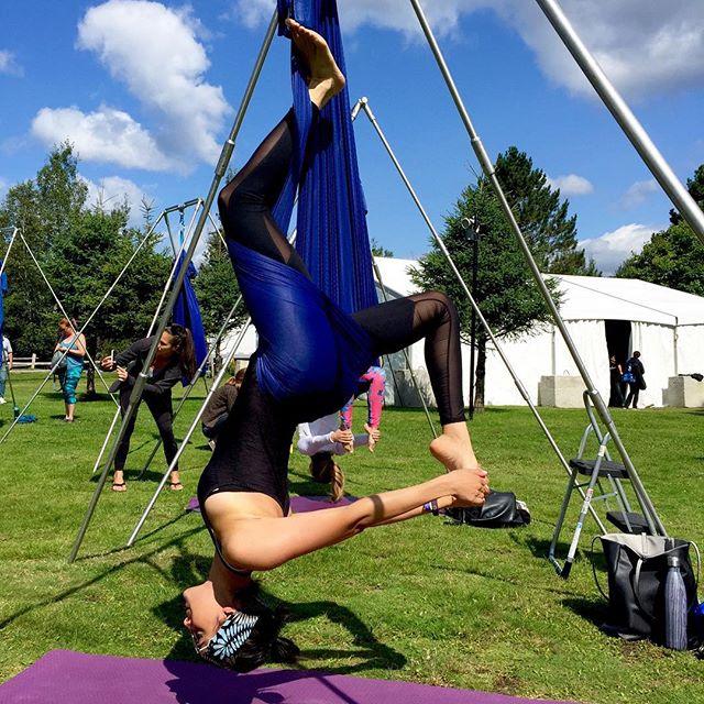 Discovering aerial yoga 🦋 #inversionadrenaline #aerialyoga #wanderlust #wanderlusttremblant #findyournorth #feelingzen