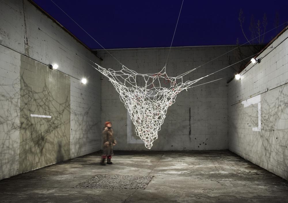 Image: Natsu, Cradle - Island Universe, rope, hardware / ©Natsu ©Black & White Gallery/Project Space