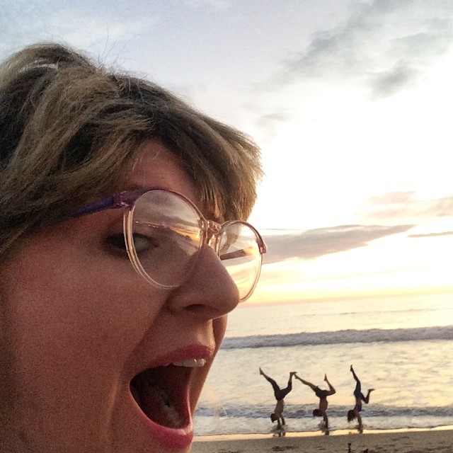 At the beach, I get super hungry and made an attempt to gobble up these small acrobatics.  #lifeisabeach #aslaugslaug #tinydancer #middleamericans JK, I make a joke. I did not eat these people.