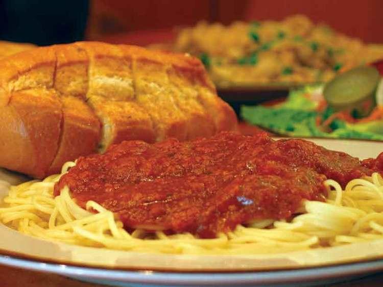 -image of spaghetti & garlic bread