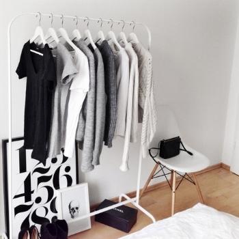 Une garde-robe épurée, ou l'exemple parfait du 'decluttering'