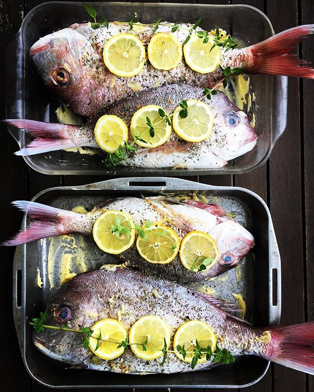 // WHOLE SNAPPER //🎣🎣🎣 Marinating all day in lemon juice, thyme, garlic, sea salt and cracked pepper....cavity stuffed with butter and lemon.... ready to be popped into oven late arvo for tonight's NYE dinner party. See Insta story for how to. Onevif the easiest things to make and packs a punch at dinner parties for the wow factor. #wildfish #fish #bakedfish #staraniseorganic #wholefoods  #handmade #nutrientdense #traditionalfoods #realfood #wellfed #consciousconsumption  #foodismedicine