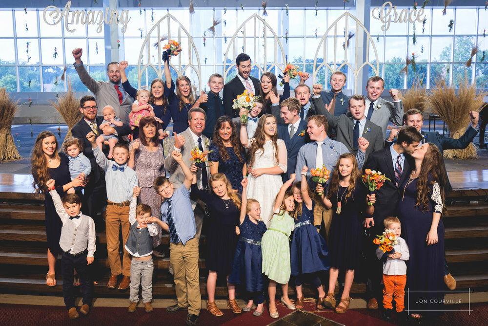 The full Duggar family! Yay! Joy and Austin are married!