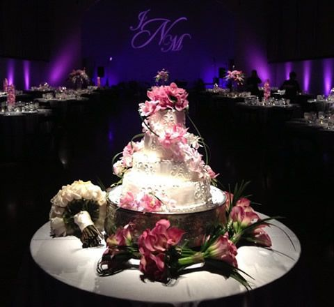 Tabletop Centerpiece/ cake Spotlights     Like the look (but not the expense) of centerpiece pin-spotting? Get a similar effect with our wireless LED tabletop centerpiece spotlights. For use with tall centerpieces, cakes, or anywhere an extra highlight is needed. For tables, we recommend two per table. For cakes or other large display pieces you may consider one per side.    If not ordered with full-service uplighting, delivery, and setup fees may apply.