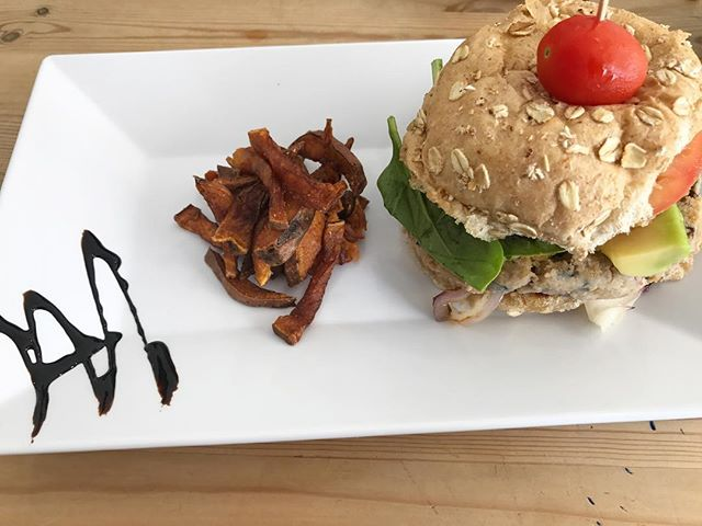 Thinking about this delicious veggie burger I ate in Puerto Rico. #puertoricolife #vacationmode 😋 💕💕 . . . . #veggieburger #sweetpotatofries #yumminess  #whatveganseatforlunch #blackvegans #puertoricoeats #southfloridablogger #iamvegan #southfloridavegan #floridavegan #lbloggers #lblogger #vegangirl #veganfoodie #veganfoodshare #VeganAF #veggielover #blackvegansofig #whatveganseat #veganfoodies #veganlife #veganeats #misskwame76 #veganfriendlyrestaurant #veganfriendly