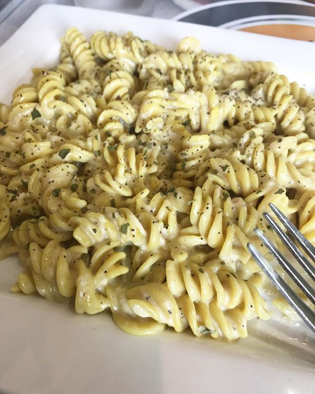 Most delicious mac and cheese I've ever had! And it's vegan! 😋😋 💕 . . . . #veganmacandcheese #thenewvegan #yummers  #whatveganseatforlunch #blackvegans #delraybeach #southfloridablogger #iamvegan #southfloridavegan #floridavegan #lbloggers #lblogger #veggiebowl #vegangirl #veganfoodie #veganfoodshare #VeganAF #blackvegansofig #whatveganseat #veganfoodies #veganlife #veganeats #misskwame76 #veganrestaurant #veganeats #macandcheese