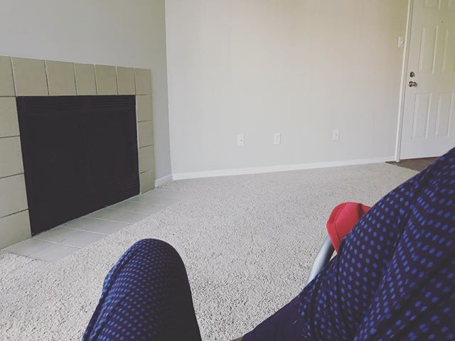 Chilling in my furnitureless apartment. Can't believe I have a fireplace...I'm excited to use it this winter. Missing my Florida peeps but I'm so excited for my new adventures in the #dmvarea . . . #newhometown #flipthezip #virginialife #weekendvibes #lifestyleblogger #lblogger #veggiegirl #goodvibestoday #lifeisbeautiful #lbloggers #newbeginnings #dmvlife #newadventureawaits #newadventures
