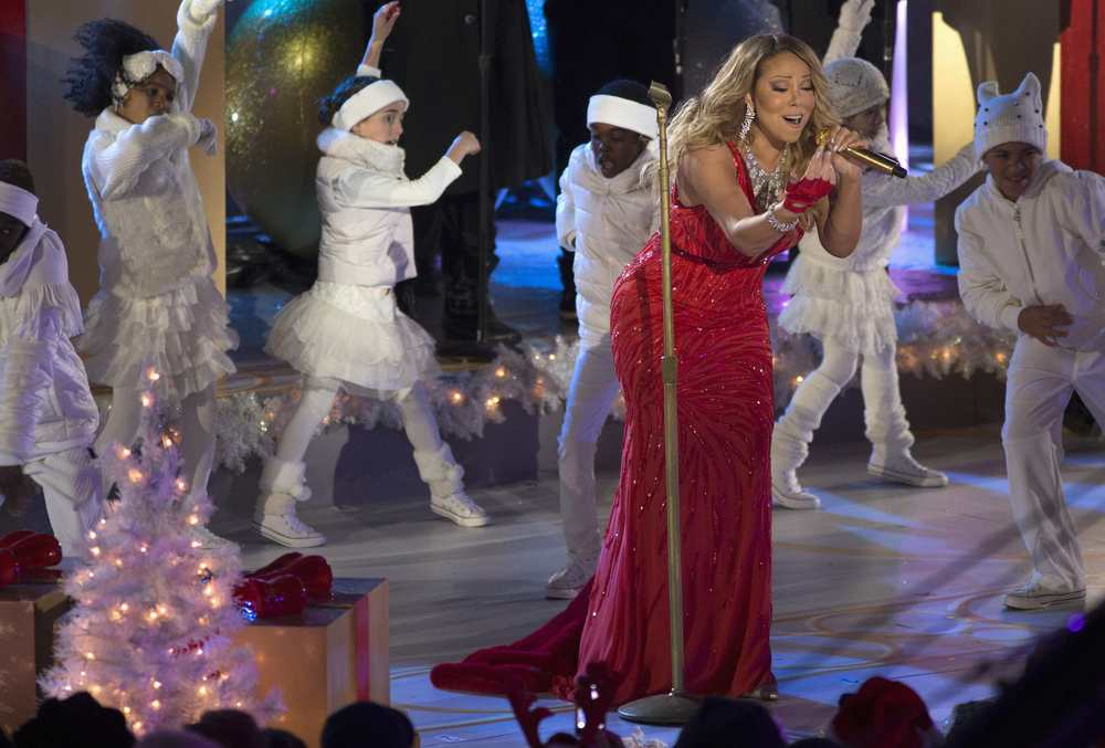 GiaNina dancing behind Mariah Carey 2014 Christmas special.jpg