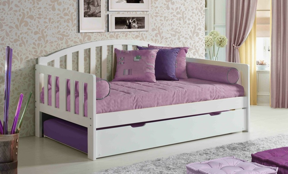 white COTTAGE DAY BED.jpg