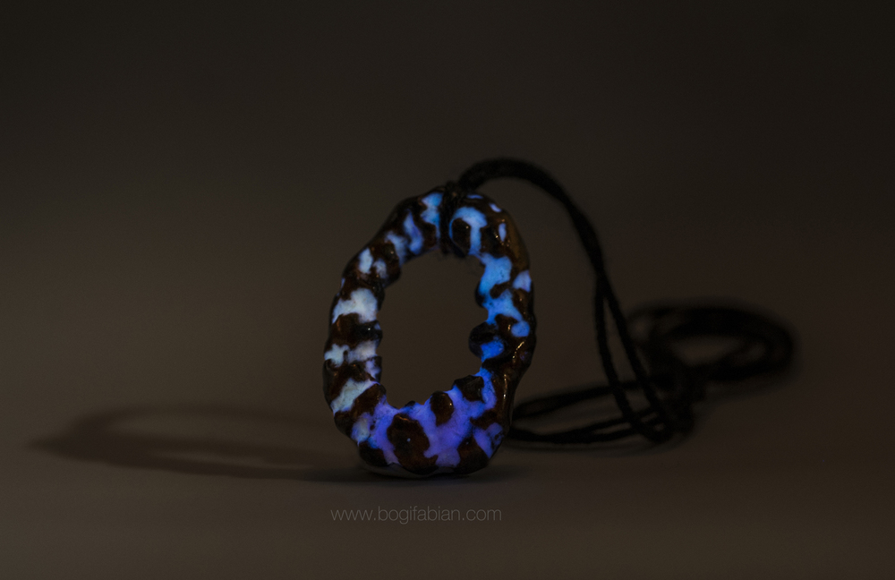 Bogi Fabian Glowing Ceraic Jewelry Pendand S4.jpg