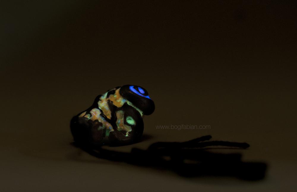 Bogi Fabian Glowing Ceraic Jewelry Pendand S6.jpg