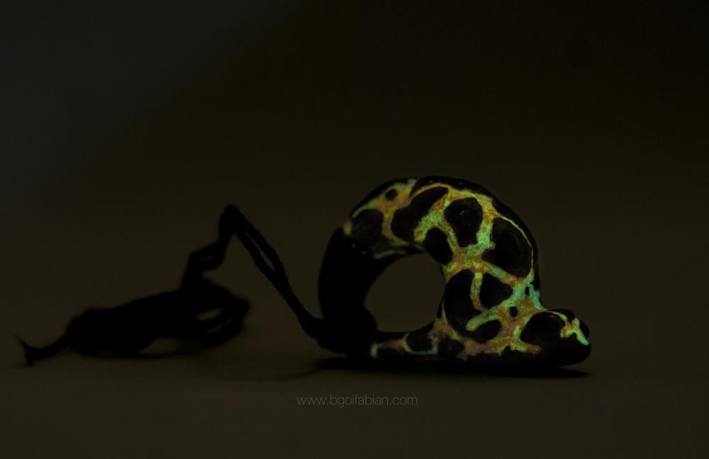 Bogi Fabian Glowing Ceraic Jewelry Pendand S8.jpg