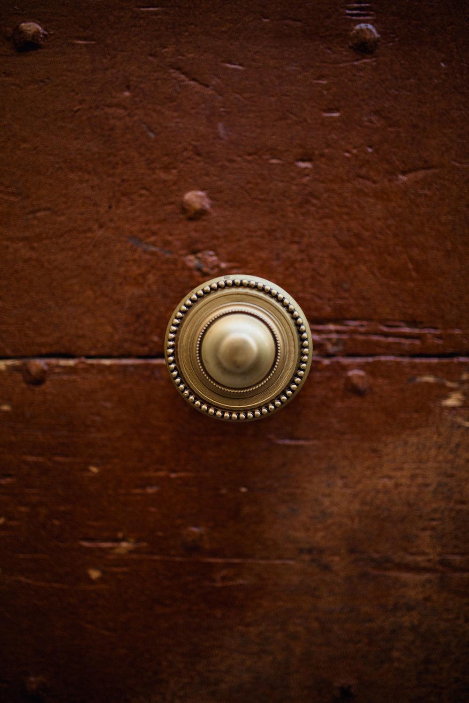self portrait lyon france rachel desjardins minnesota photographer wedding photography bloopers doorknob door handle details