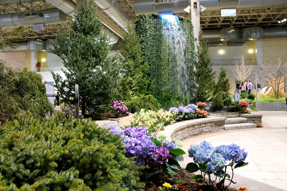 Chicago flower and garden show 2014 anna maria locke there are water features statues indoor parks and playgrounds british rose gardens and profusions of blooms bursting out of creative displays made of workwithnaturefo