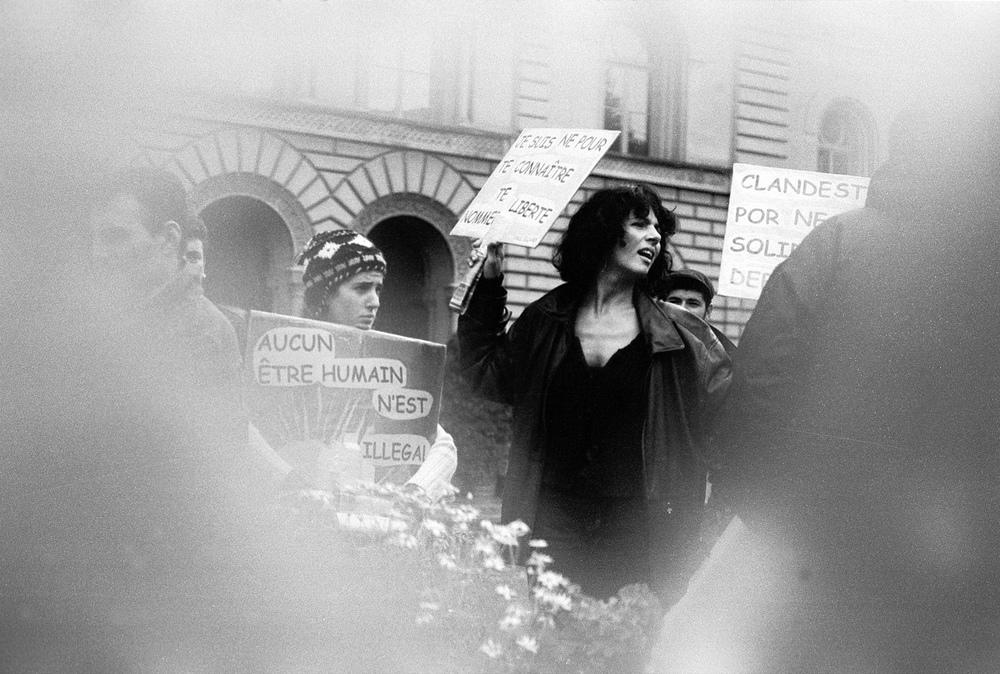 Manifestation en soutient aux sans-papiers devant le Palais fédéral.Berne, le 03 septembre 2001.